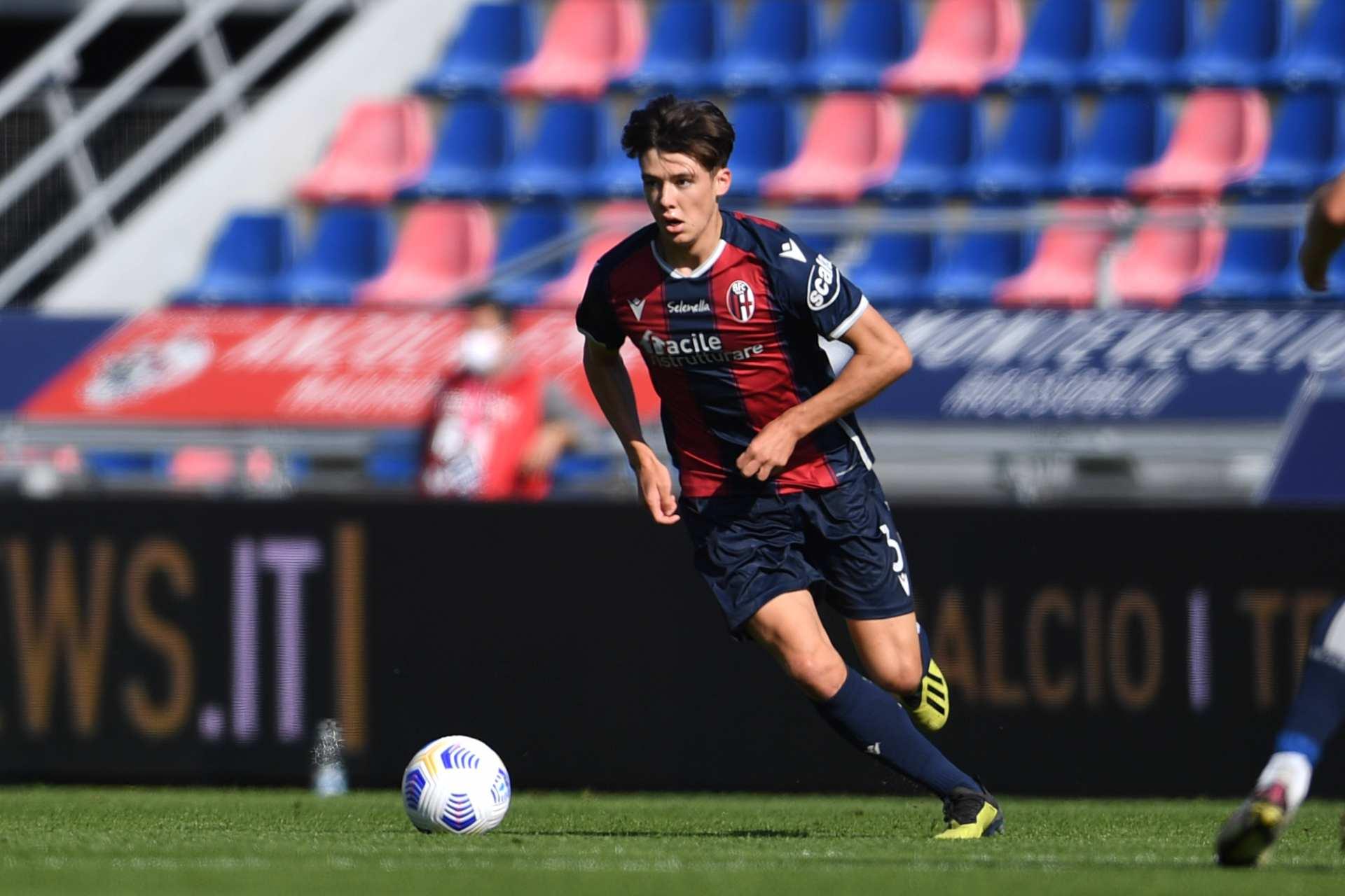 Aaron Hickey in maglia Bologna