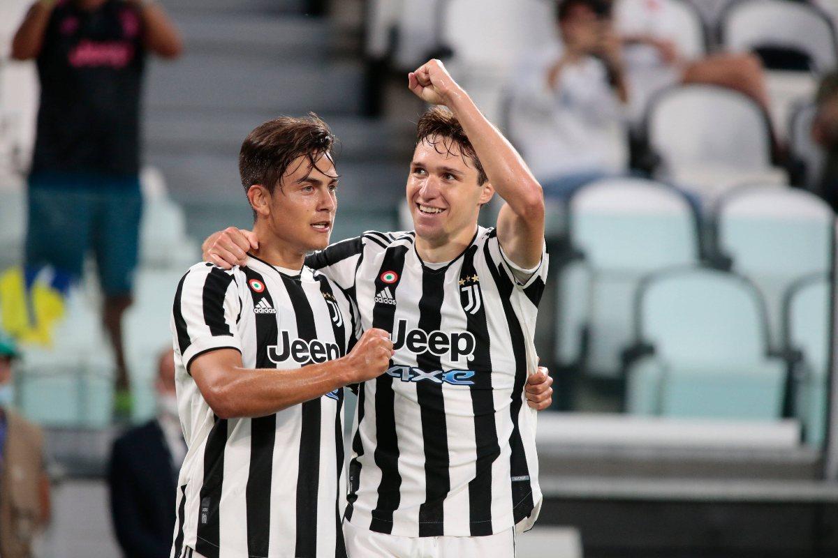 Chiesa e Dybala con la maglia della Juventus